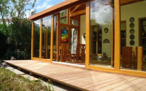 Verlegen einer Terrasse aus Douglasie